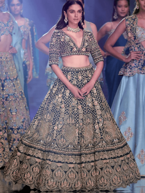 aditi-rao-hydari-as-kalki-showstopper-in-emerald-green-lehenga-choli-with-hand-embroidered-3d-floral-pattern-m001at195y-sg23354_5__1