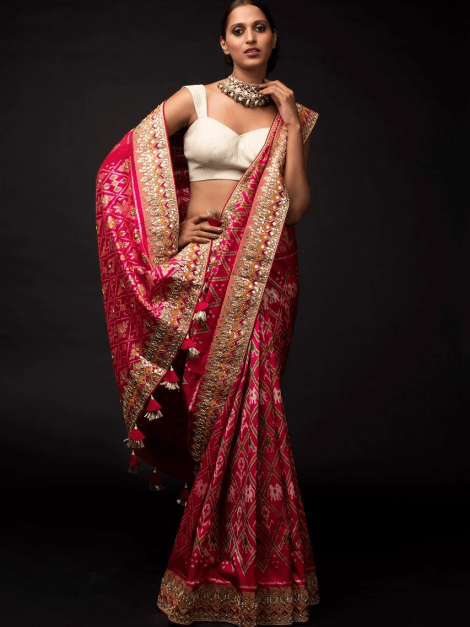 rani-pink-saree-in-silk-with-ikkat-weaved-patola-pattern-and-embroidery-work-online-kalki-fashion-j01913077y-sg27193_4_